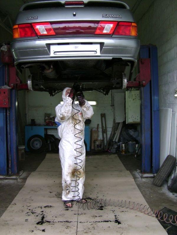 Обработка днища кузова автомобиля