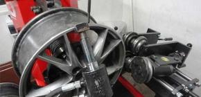 Как производится рихтовка литых колесных дисков автомобиля
