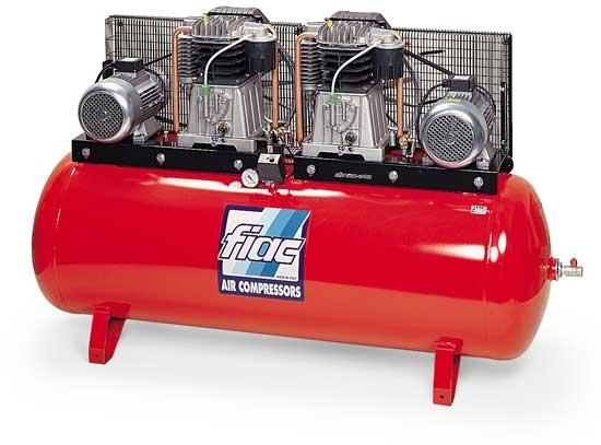 Наличие двух отдельных компрессорных установок обеспечивает бесперебойную работу агрегата при покраске, поставленной на поток.