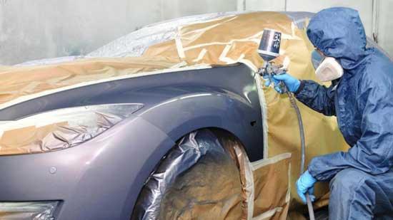 Иногда необходимо выполнить частичную покраску кузова машины в сжатые сроки, и дальше узнаем, каков в таком случае должен быть алгоритм действий.