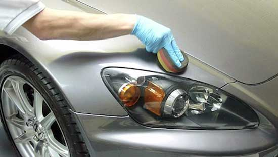 Некоторые места кузова приходится полировать вручную, поскольку диск машинки может протереть лак на ребрах и кромках.