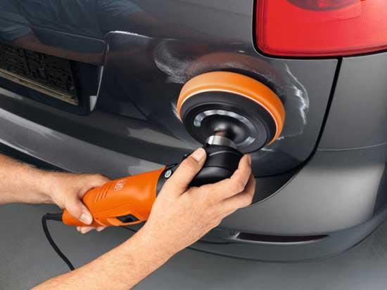 Даже самые маленькие царапины удобнее полировать машинкой, нежели вручную, поэтому такой инструмент крайне желательно иметь в своем гараже.