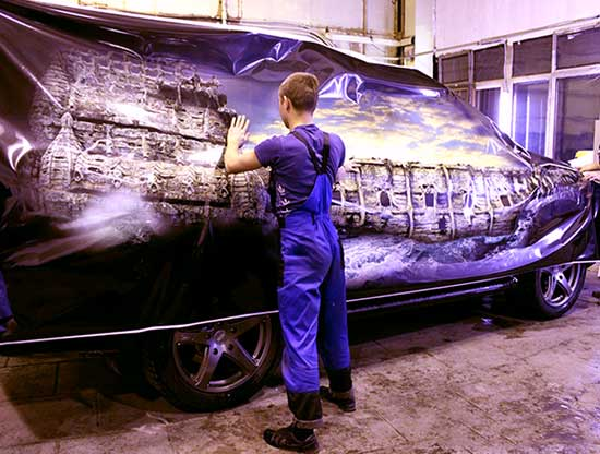 Автовинил с аэрографией можно нанести на весь кузов, превратив свою машину в произведение соверменного искусства.