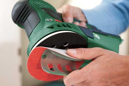 Любая полировальная машина может использоваться и для шлифовки, для чего достаточно надеть на нее абразивную насадку.
