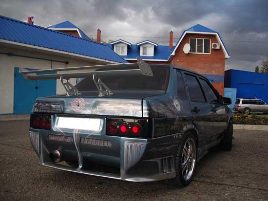 Тюнинг автомобилей ВАЗ 21099 — это излюбленное занятие тюнеров-фанатов отечественного автопрома, и дальше попробуем заглянуть к ним в гараж.