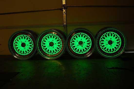 Покраска дисков светящейся краской — это один из довольно необычных видов тюнинга. о котором мы дальше и поговорим подробнее...