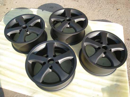 Одним из самых универсальный цветов для покраски легкосплавных дисков является не черный, а антрацит.