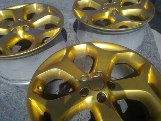 Современные нитроэмали выпускаются в самых различных цветах, при этом они часто имитируют благородные металлы, такие как серебро и золото, с которыми могут получиться неплохие эксперименты в рамках колесного тюнинга.