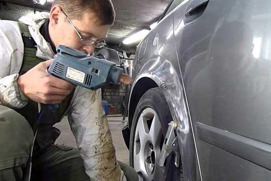 Существенно облегчает рихтовку автомобиля современное оборудование, ассортимент которого давайте рассмотрим более детально.
