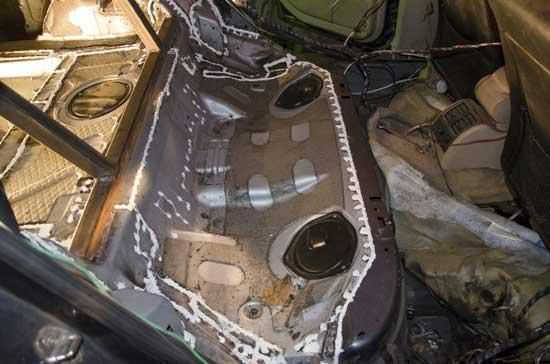 Сварочные швы на кузове автомобиля положено защищать специальным герметиком.