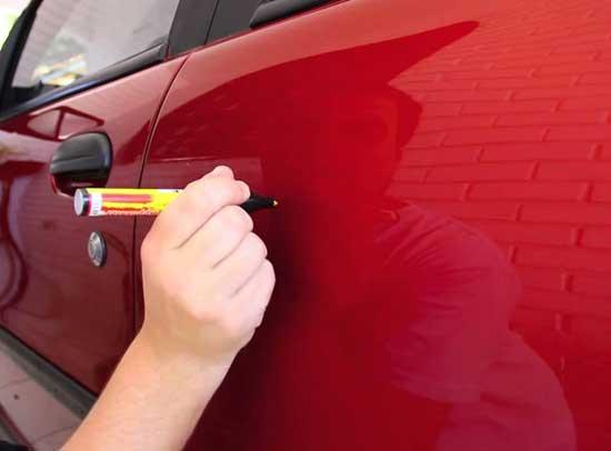 Маркер позволяет избавиться от неглубоких царапин и способен заменить локальную покраску.
