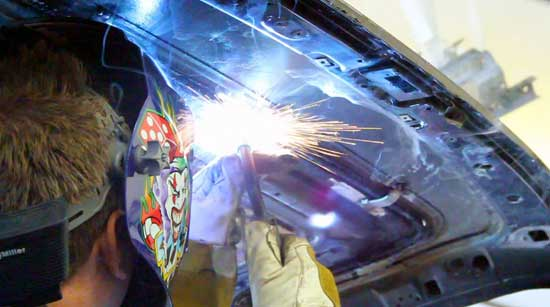 Применять сварочные инверторы для ремонта авто удобно и выгодно, однако важно еще суметь правильно выбрать наиболее подходящую для этих целей модель...