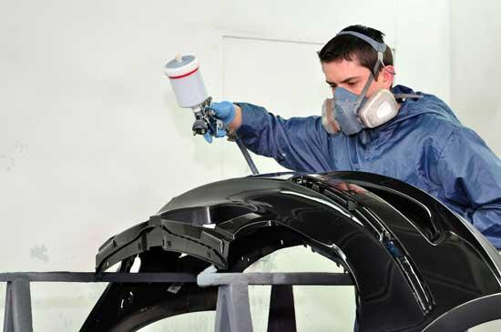 Наилучшего результата при покраске бампера можно достичь в изолированных от пыли условиях.