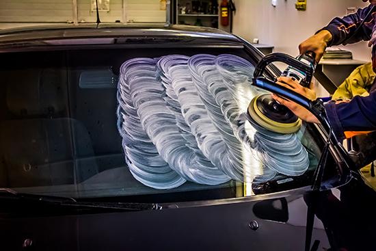 В процедуре полировки лобовых стекол есть свои секреты и тонкости - давайте рассмотрим их подробнее...