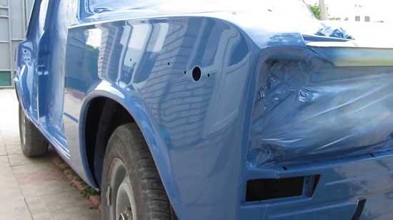 Акрилом можно красить абсолютно любые машины, поскольку этот материал довольно неприхотлив к действию факторов окружающей среды.