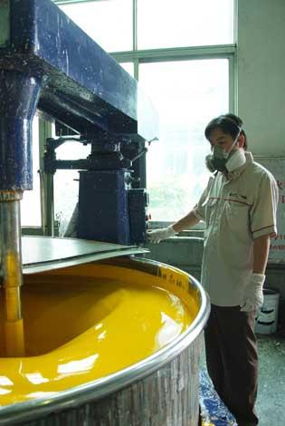 Разработка лакокрасочных материалов для кузова является важной частью производства автомобилей