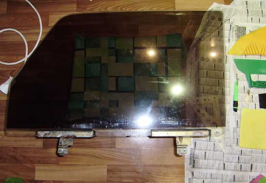 Затемненное пленкой боковое стекло ВАЗ 2107