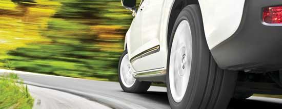 Боковой снос автомобиля возможен даже на сухом асфальте