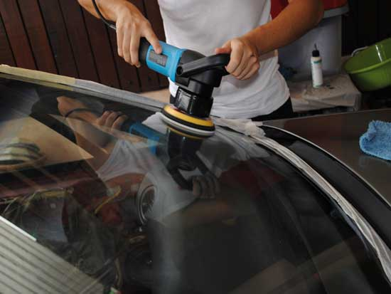 Лобовое стекло требует периодической полировки