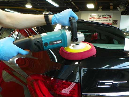 Чтобы собственными руками не навредить автомобилю полировкой, узнаем все тонкости этого процесса.