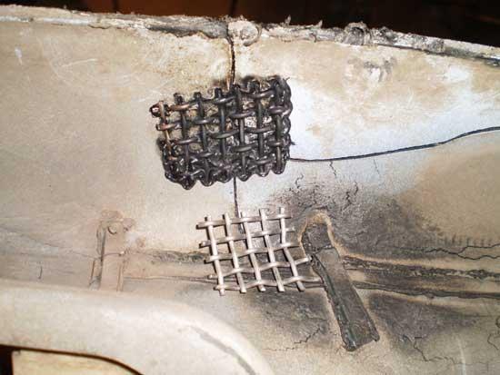 Вплавленная металлическая сетка скрепляет части пластикового бампера так, что их уже невозможно разъединить.