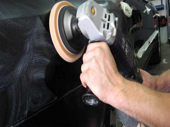 Если кузов долго не полировался, то отполированный участок будет выделяться блеском, поэтому придется отполировать весь автомобиль целиком.