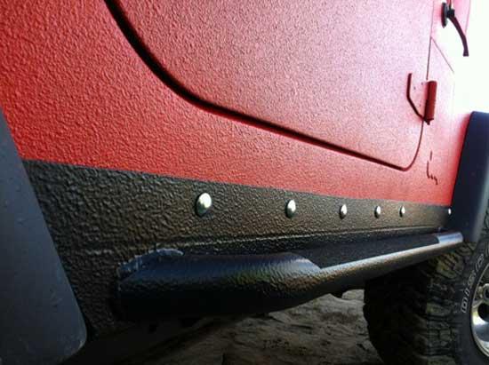 Для защиты ЛКП автомобиля от гравия применяется Гравитекс, и дальше научимся покраске этим средством самых уязвимых мест кузова.