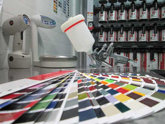 Любые цвета, в том числе и в эффектом металлик, сегодня подбираются компьютерным способом, используя коды краски или сканограммы.