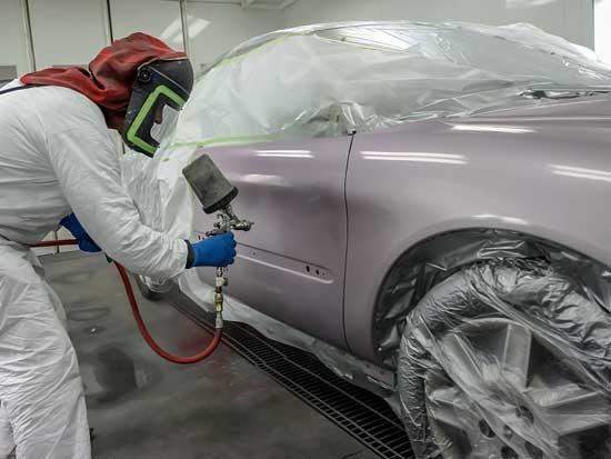 Препятствовать качественной покраске может не только отсутствие опыта, но и плохая подготовка автомобиля, а также нарушение технологии, о тонкостях которой поговорим далее.