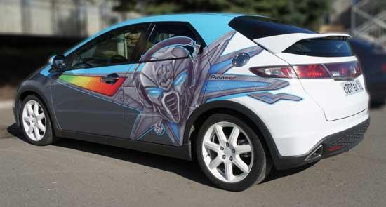 С помощью пленки можно быстро и недорого сменить имидж своего автомобиля, а потом также быстро привести все в исходное состояние.