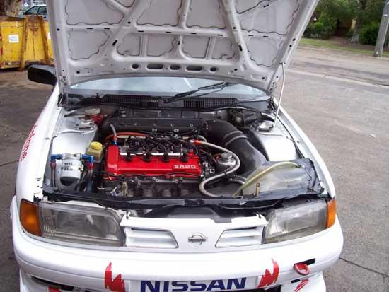 Узнаем, что именно придется изменить под капотом Ниссан Примеры, прежде чем этот автомобиль превратится в спорткар.