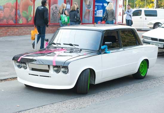 Тюнинг автомобилей ВАЗ 2106 может быть любым, но он не должен делать из машины посмешище, и далее узнаем, как правильно общаться с советской классикой.