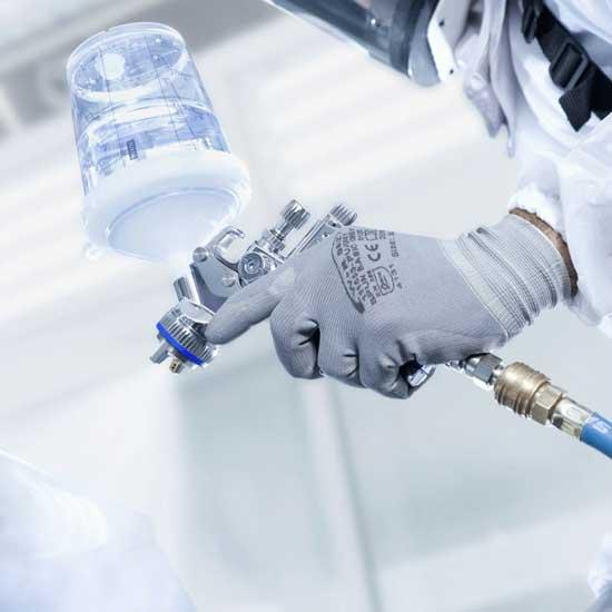 Аккуратный факел краскопультов системы HVLP отлично подходит как для покраски, так и для нанесения лакового слоя, особенно при локальном ремонте.