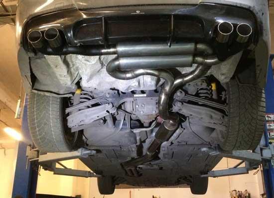 У такого автомобиля, как БМВ, выхлоп должен не только благородно звучать, но и быть красиво оформленным.