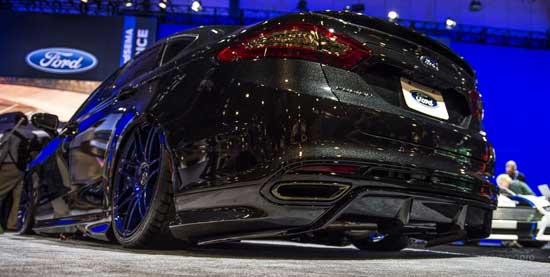 Последняя генерация Форда Мондеко радует стремительными линиями кузова, а в альтернативном обвесе этот автомобиль становится похожим на пришельца из будущего.