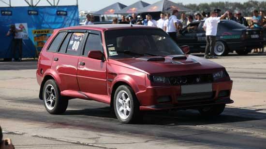 Тюнинг автомобилей ЗАЗ 1102 способен сделать из Таврии уменьшенную копию ВАЗ 2108, но давайте узнаем больше о перевоплощениях этой машины.