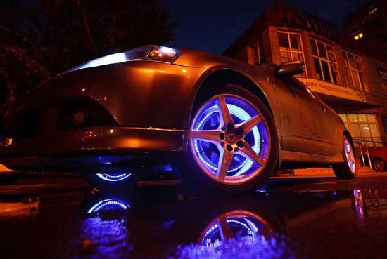 Светодиодная подсветка колесных дисков — средство украшения автомобиля в темное время суток, притягивающее максимум внимания независимо от марки машины.