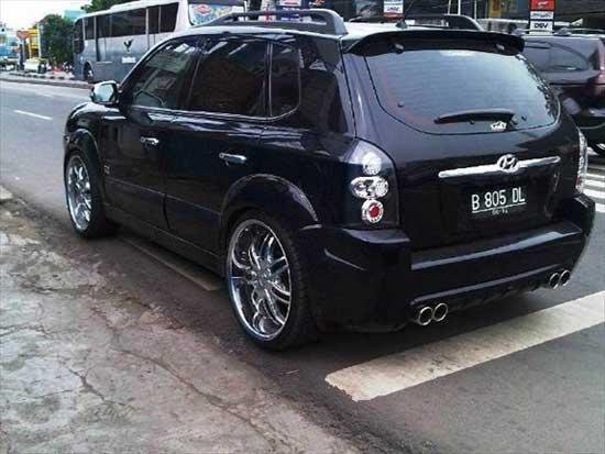 Хромированные элементы больше всего подходят под черный цвет кузова, делая его еще солиднее.