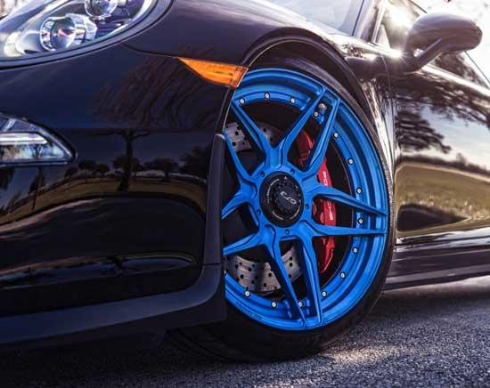 Покраска литых колесных дисков является эффективным средством их обновления и в то же время — оригинальным тюнингом...