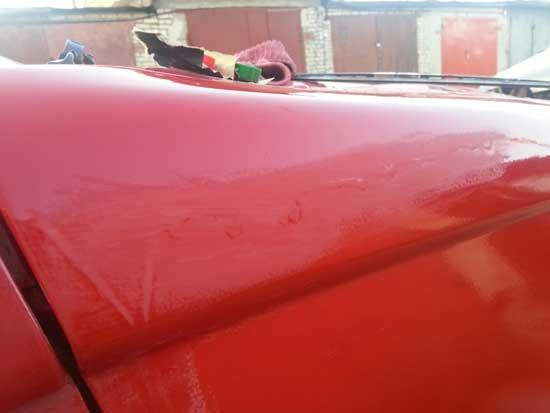 Сильные подтеки краски следует устранять шлифовкой, но при этом постараться не протереть нормальное ЛКП.