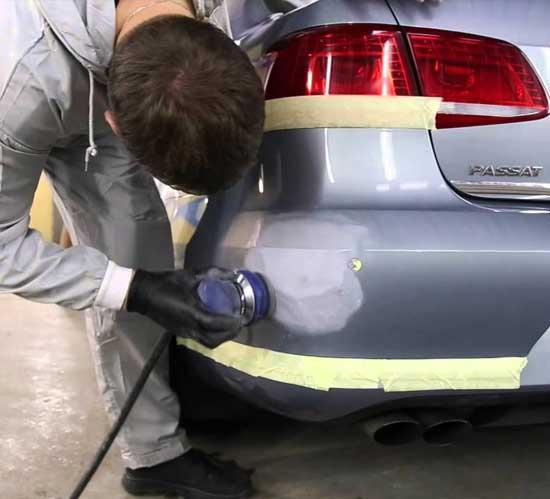 Небольшие повреждения можно устранять локальной покраской бампера так называемым пятном...