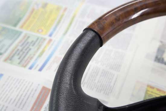 Деревянные накладки на рулевом колесе при износе можно отполировать.