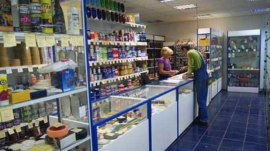 В специализированных магазинах можно приобрести все необходимые инструменты для покраски автомобиля
