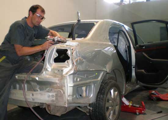 Алюминиевый кузов — самый дорогой в ремонте, но он также поддается рихтовке