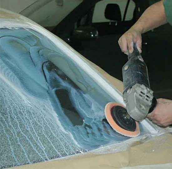 Полировка стекла по мокрому обеспечивает высокое качество обработки и исключает перегрев.