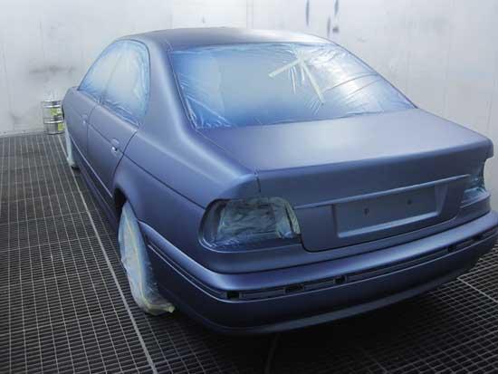 Краска не только обеспечивает автомобилю хороший внешний вид, но и защищает металл от взаимодействия с влагой