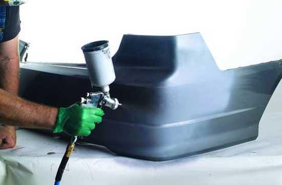 Пластиковый бампер перед покраской обязательно грунтуется специальным грунтом
