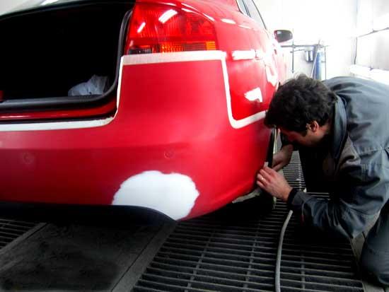 Не стоит расстраиваться, если слегка поцарапали автомобиль - точечная покраска может стать неплохим решением проблемы...