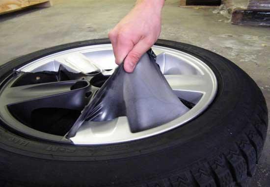 Резиновая краска легко удаляется с дисков без следа, поэтому отлично подходит для временного тюнинга