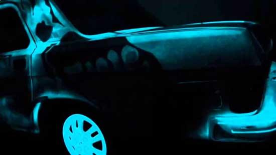 Светонакопительная краска светится в темноте и с ее помощью можно создать оригинальный вечерний наряд для авто.